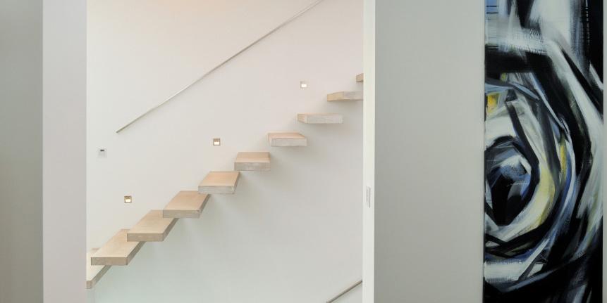 treppe mit steinstufen gel nder und vordach mit doppelstegplatten pictures to pin on pinterest. Black Bedroom Furniture Sets. Home Design Ideas